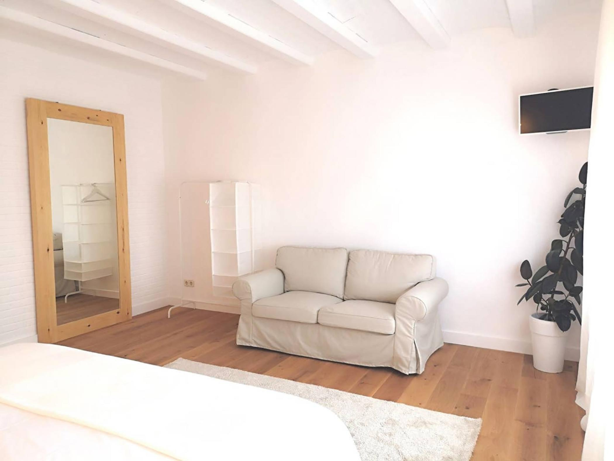 Room with double bed - Rent apartment in Sant Jordi Desvalls, Diana, Girona