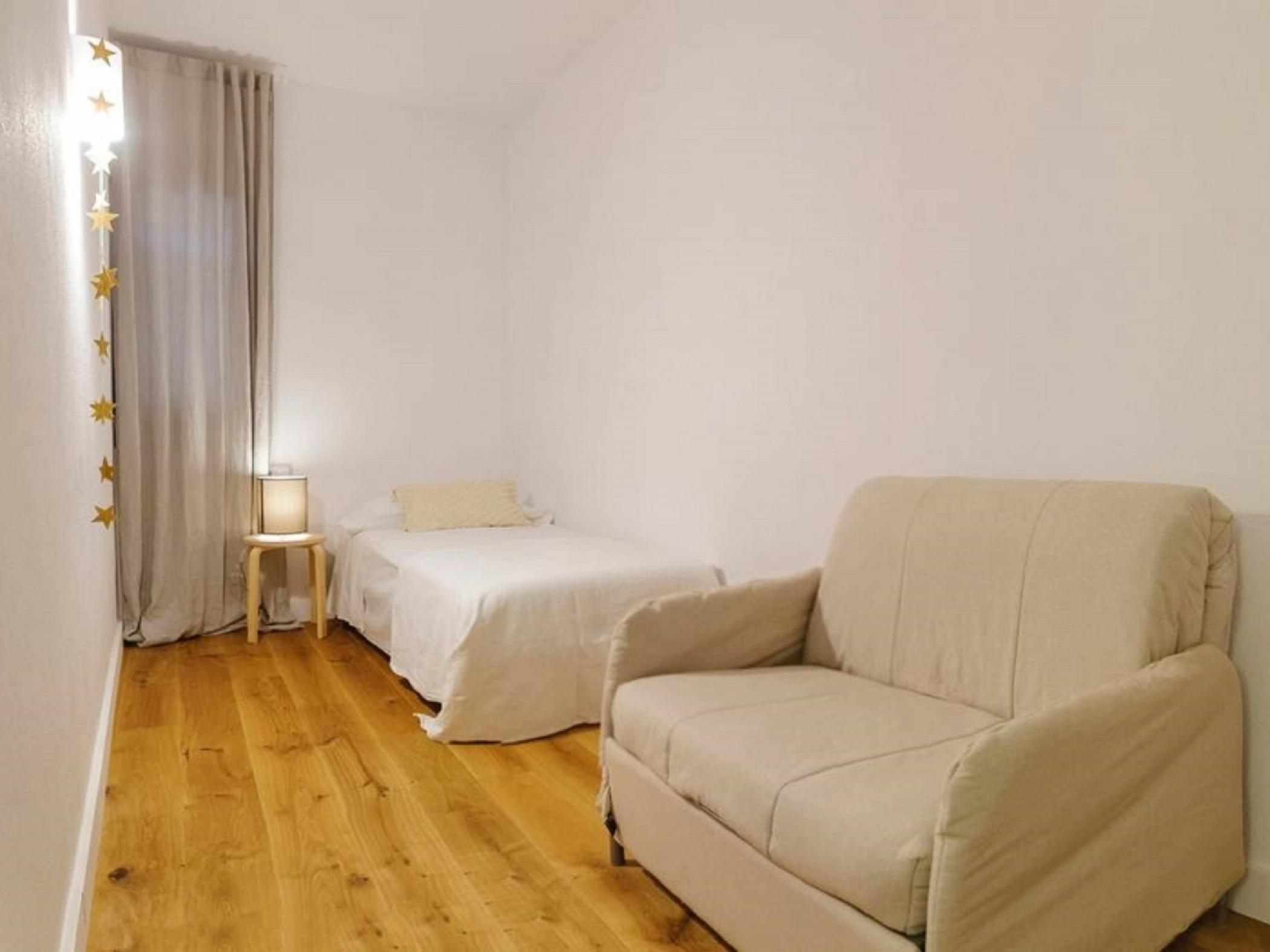 Room with single bed - Rental apartment in Sant Jordi Desvalls, Diana, Girona