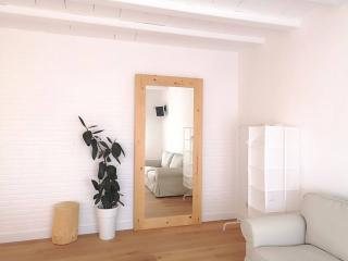 Room detail with double bed - Rent apartment in Sant Jordi Desvalls, Diana, Girona