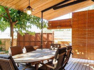 Porch with table and chairs - Apartment for rent in Sant Jordi Desvalls, Diana, Girona