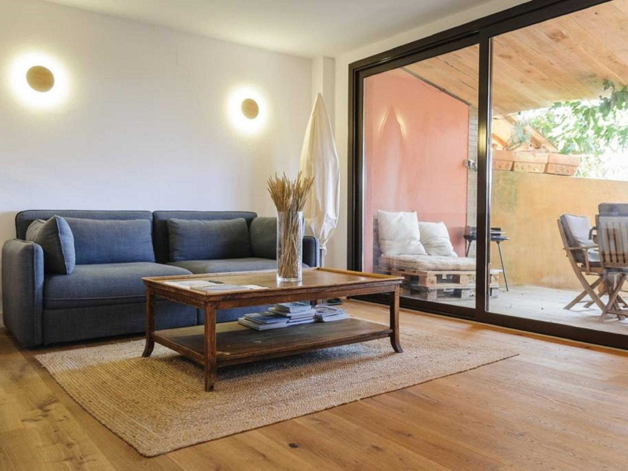 Living room and dining room. Terrace views - Rent apartment in Sant Jordi Desvalls, Diana, Girona