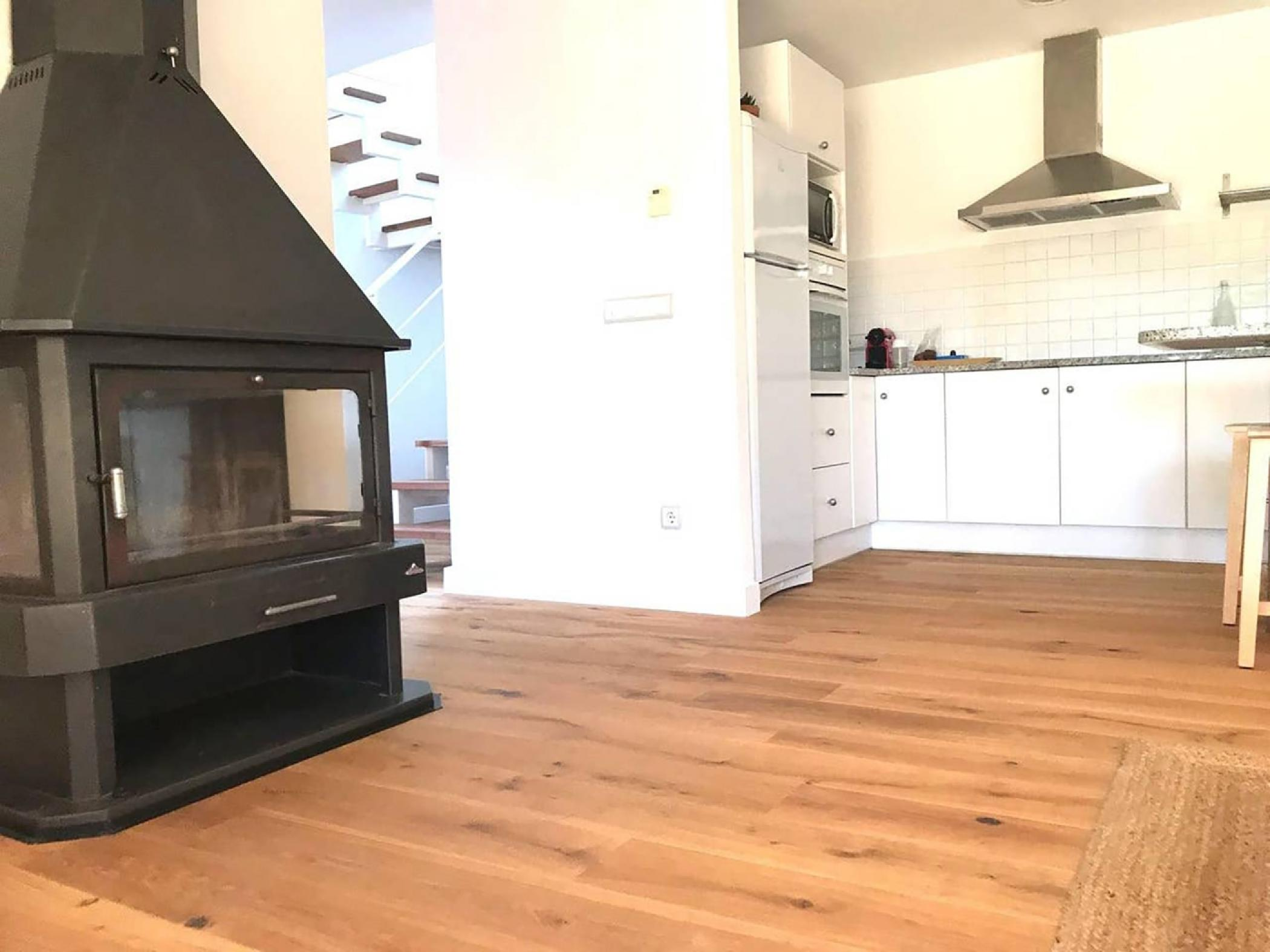 Fireplace and kitchen - Rent apartment in Sant Jordi Desvalls, Diana, Girona