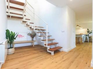 Stairs leading to the upper floor - Rent apartment in Sant Jordi Desvalls, Diana, Girona