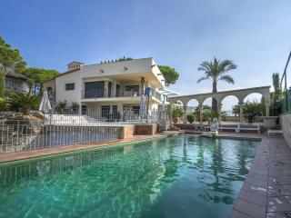 Luxury villa with pool and beautiful garden in Platja D'Aro - Villa Puigmal