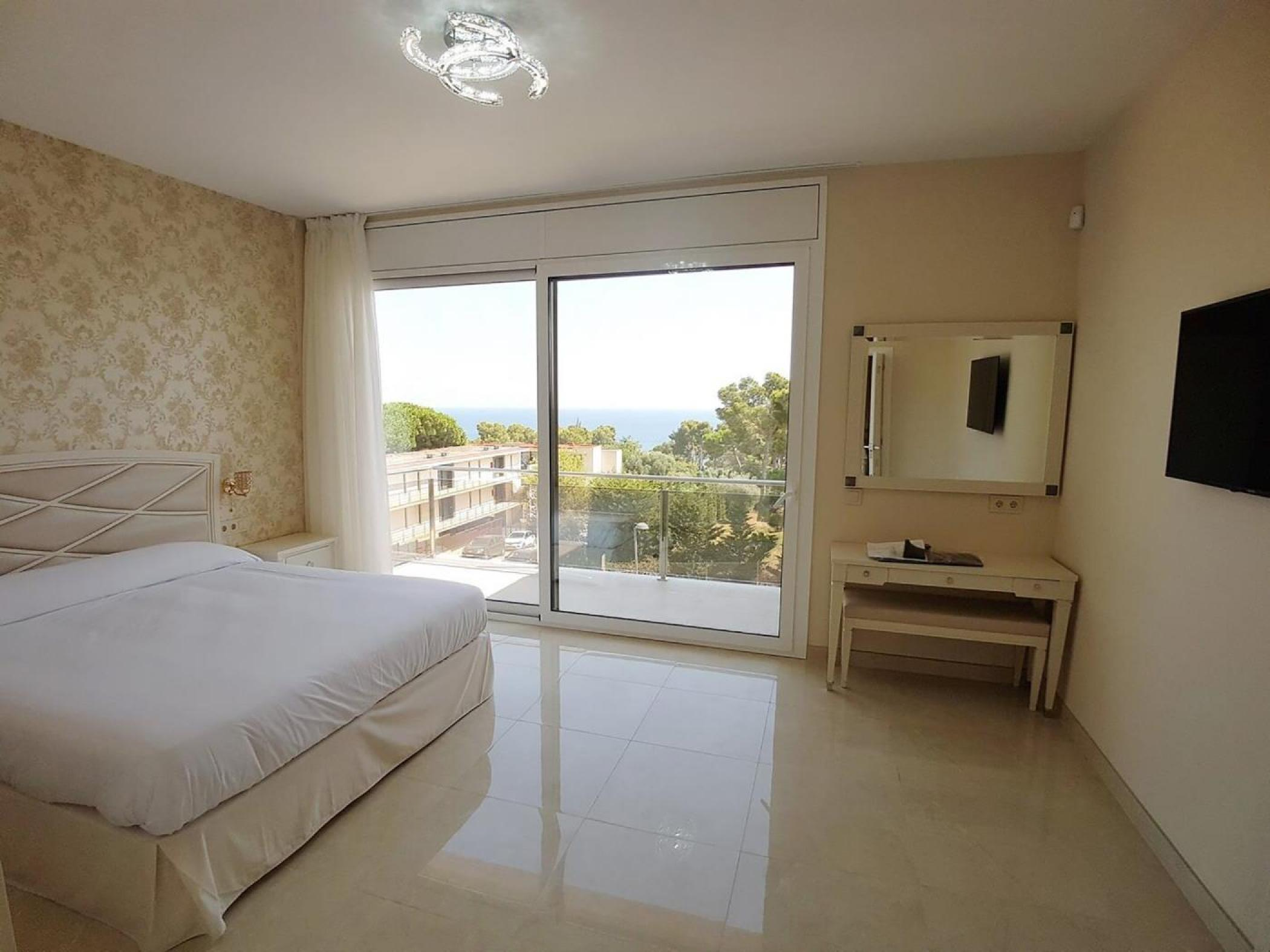 Rent Villa with Swimming pool in Platja d'Aro - Girorooms Travel Calma Holiday Villas jacuzzi 11 - 15